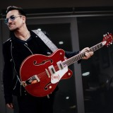 Bono.Gretsch.RED Elctromatic_EoinMc_alt2